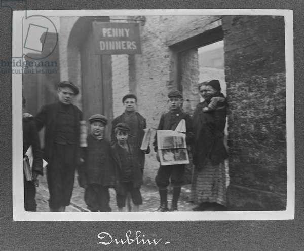Penny dinners, Dublin, c.1910 (gelatin silver print)