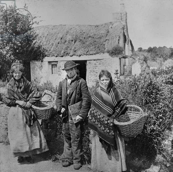 Irish hawkers, c.1900 (toned gelatin print)