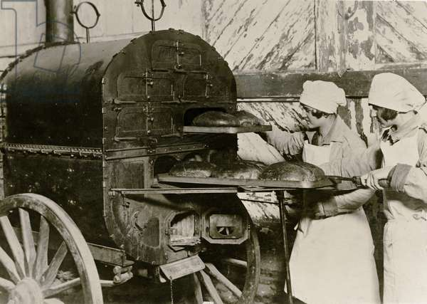 Poland on the eve of war: Baking bread in a field oven, Warsaw, c.1939 (b/w photo)