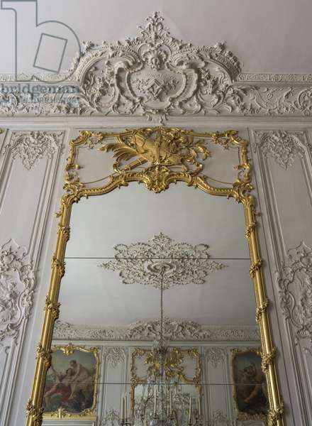 """The cornice above the mirror, with the coat of arms (the macle, a diamond pierces another diamond, from which two branches of laurel and oak come out) and the motto of the Soubises """"sine macula macla"""" (without faults, without stain). Chambre du Prince, Hotel de Soubise, Paris, 18th century"""