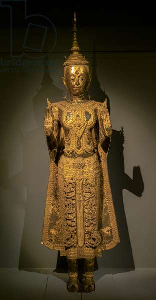 Buddha parade making the gesture of the absence of fear of both hands (abhayamudra). Thailand, art of Ratanakosin, beginning of the 19th century. Bronze lacquer, gold
