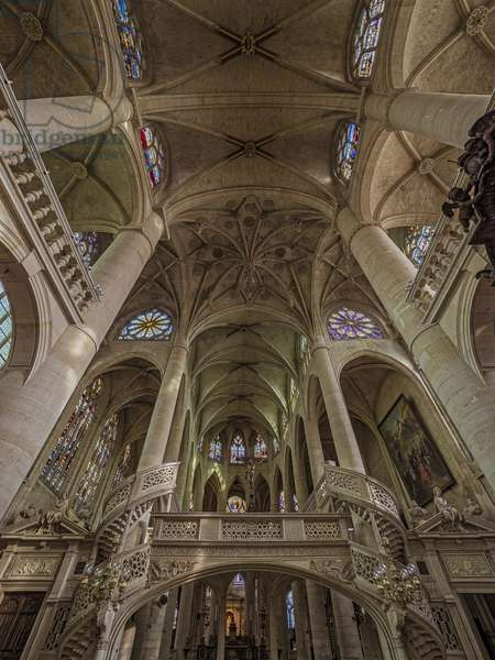 The transept above the jube, or the aretes form a hanging key or protruding jewel. Church Saint Etienne du Mont, Paris, (1491-1624)