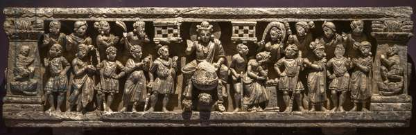 The big start. Pakistan, Swat Valley, Nimogram site. Art of Gandhara, 1st and 3rd. Shale.