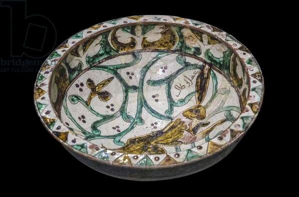 Hare bowl. North-West Iran, 12th century. Sign [A] drunk Talib. Ceramic, grave decor and painted. Louvre Museum