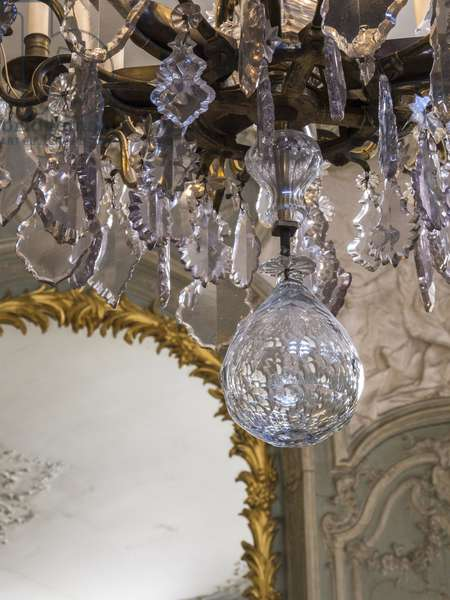 Detail of the chandelier. Prince's Salon, in grey and green camaeu, architect Germain Boffrand (1667-1754), 1735. Hotel de Soubise, Paris, 18th century