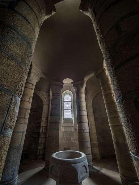 Chapel of the tomb, Romanesque Collegiate Church of Saint-Leonard, France, 2017 (photo)