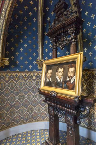 The Three Guise In the centre, Henri de Lorraine, Duke of Guise called Le Balafre (1549-1588), right Louis II, Cardinal of Lorraine (1555-1588), left Charles II, Duke of Mayenne (1554-1611). This triple portrait of the three Guise is one of the few representations painted at the end of the 16th century of these three brothers who embody the Catholic League Anonymous painting Dim 77x47 cm Apartments of Henri III Chambre de Henri III Chateau de Blois