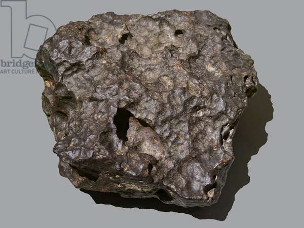 Iron meteorite (AI). Founded in Canyon Diablo (Meteor Crater, USA) in 1891. National Museum of Natural History, Paris.