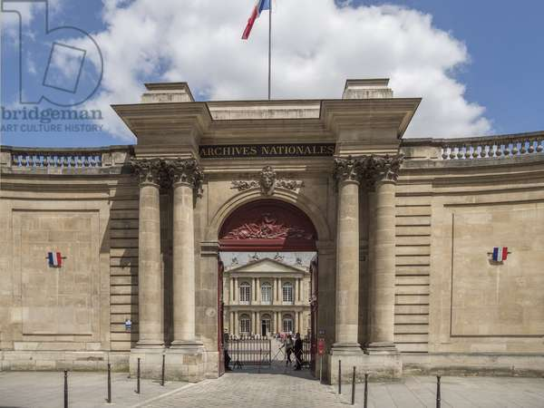 National Archives Portal. Cour d'honneur en hemicycle and its colonnade (occupying the grounds of the former manege des Guise), Paris