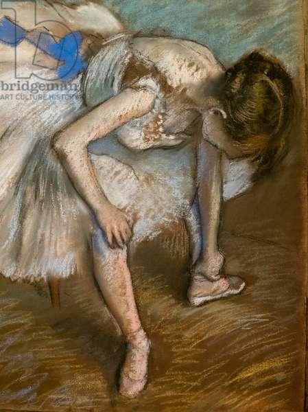 Sitting dancer massaging the foot (detail). 1881-1883. Pastel on brown paper glues on cardboard.