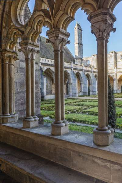 Gothic art: view of the cloister of the Cistercian monastery of Royaumont (abbey) 1228-1235 Asnieres-sur-Oise (Asnieres sur Oise), Val-d'Oise (Val d'Oise)