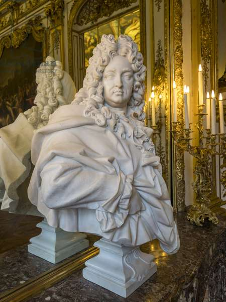 Bust representing Jules Hardouin Mansart (1598-1666), architect of the Bank of France, Hotel de Toulouse, former hotel de la Vrilliere, 1640, Paris - Hotel de Toulouse, headquarters of the Banque de France -