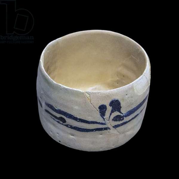 Pseudo-inscription cup. Susa, Iran, 9th-10th century. Clayey paste, decor painted on glaze. Louvre Museum