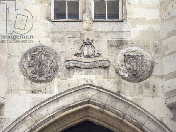 """2 carved medallions separated by a banner bearing the arms of the Clisson and the motto """"Pour ce qui me plet"""""""". Hotel du connetable de Clisson, rue des Archives, Paris, 14th century"""