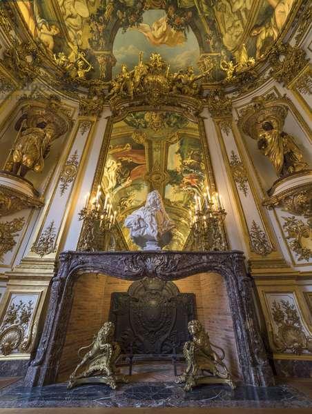 Bust of Jules Hardouin Mansart (1598-1666) surrounds allegories of continents by Gabriel Jules Thomas (1824-1905), Galerie Doree, Banque de France. Hotel de Toulouse, former hotel de la Villiere, Paris - Hotel de Toulouse, headquarters of the Banque de France -