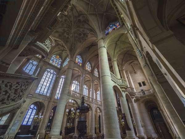 The transept, or aretes form a hanging key or protruding crown. Church Saint Etienne du Mont, Paris, (1491-1624)