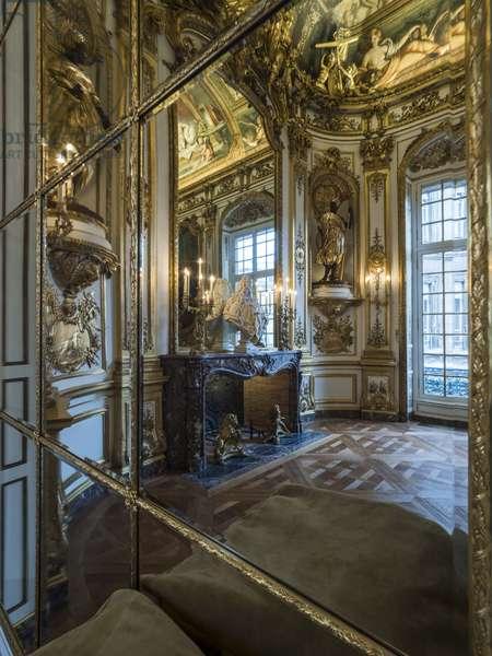 Mirror game of the gallery doree around the bust of Jules Hardouin Mansart (1598-1666), architect of the Banque de France, Hotel de Toulouse, former hotel de la Vrilliere, 1640, Paris - Hotel de Toulouse, headquarters of the Banque de France -