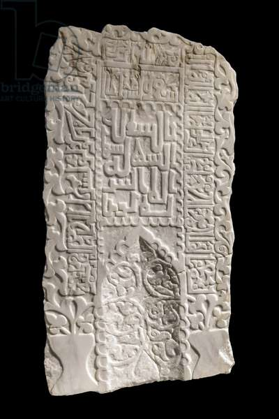 Mihrab or funeral plaque. Afghanistan, between 1100 and 1220. Sculpted gypsy albatre. Louvre Museum