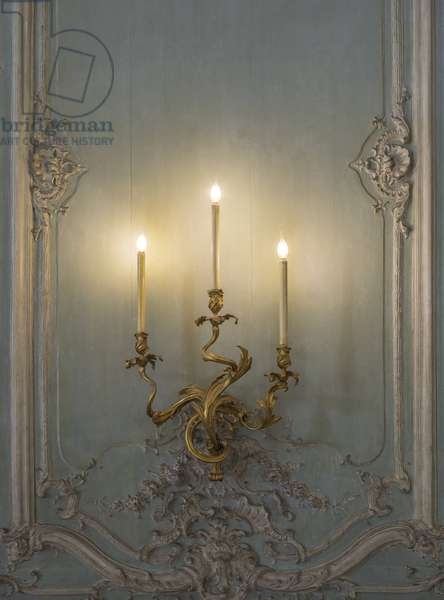 Wall candlestick of the Prince's Salon, in grey and green camaeu, architect Germain Boffrand (1667-1754), 1735. Hotel de Soubise, Paris, 18th century