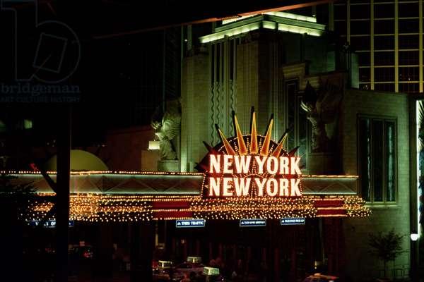 Neon signs in Las Vegas, New-York New-York Casino, 2005 (photo)