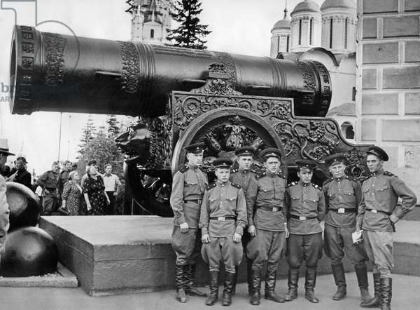 The Tsar Cannon in the Kremlin in Moscow (b/w photo)