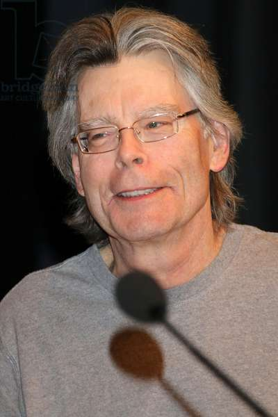 Writer Stephen King giving a reading from his book 'Doctors Sleep' at Congress Centrum Hamburg, 2013 (photo)