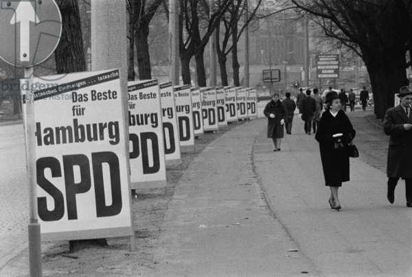 Election posters in Hamburg (b/w photo)