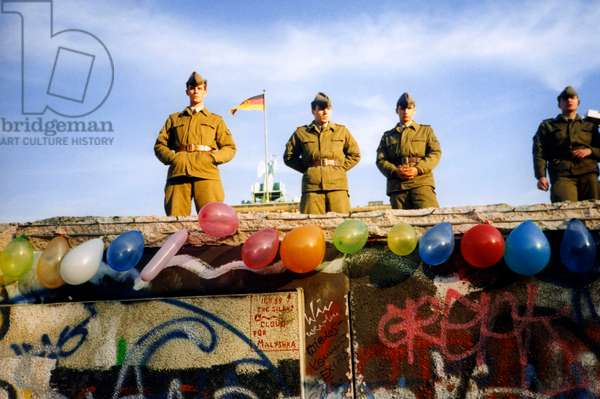 First pictures of the Fall of the Berlin Wall from the 9th, 10th and 11th of November 1989