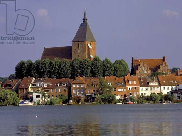 View across the Ziegelsee to Alt Mölln in Schleswig-Holstein, Germany, 2001 (photo)