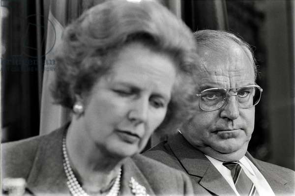 Dr. Helmut Kohl, Chancellor of the Federal Republic of Germany, and Margaret Thatcher at a press conference at the Federal Chancellery in Bonn, 1986 (b/w photo)