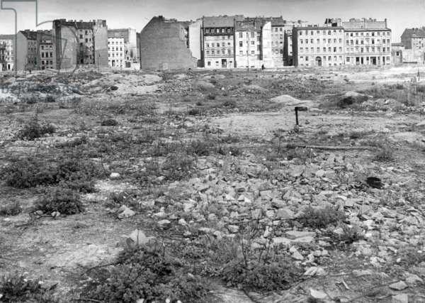 The rear side of the Stalin Allee in East Berlin, 1955 (b/w photo)
