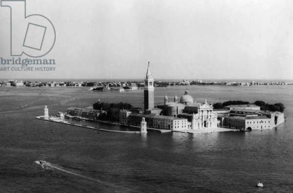 Island with tower in Venice (b/w photo)