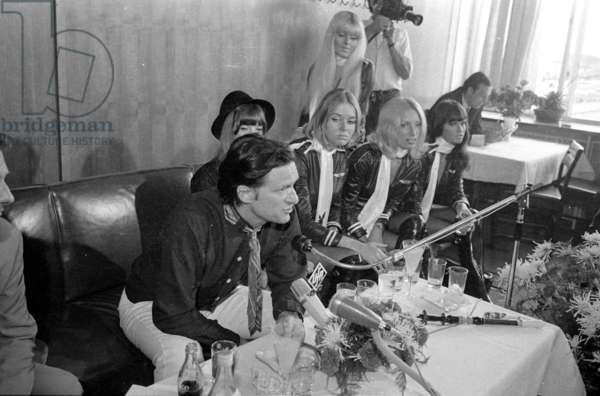 Hugh Hefner at a press conference in Munich, 1970 (b/w photo)