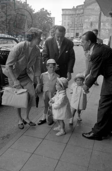 Ingrid Bergman with family in Munich, 1954 (b/w photo)