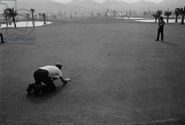 Sean Connery playing golf (b/w photo)