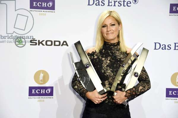 Helene Fischer's echoes for Album of the Year, for Crossover, the best music DVD / Blu-ray national and the best live act national at the 25th Echo 2016 awards ceremony at Messe Berlin in Berlin, 2016 (photo)