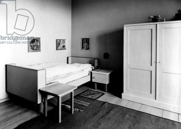 Child's bed by Walter Gropius  (b/w photo)