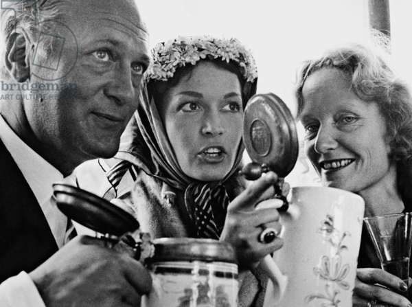 Curd Juergens, Eva Bartok and Marion Juergens, 1955 (b/w photo)