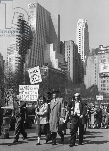Protests against nuclear weapons in New York, 1958 (b/w photo)
