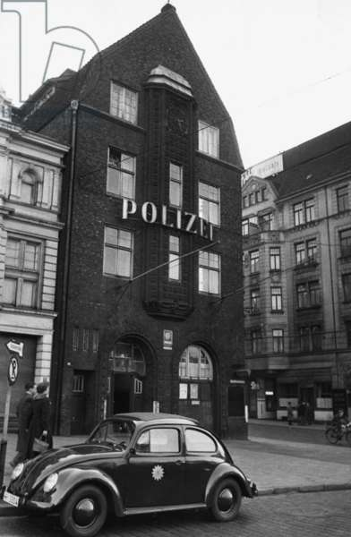 Police station St. Pauli, 1956 (b/w photo)
