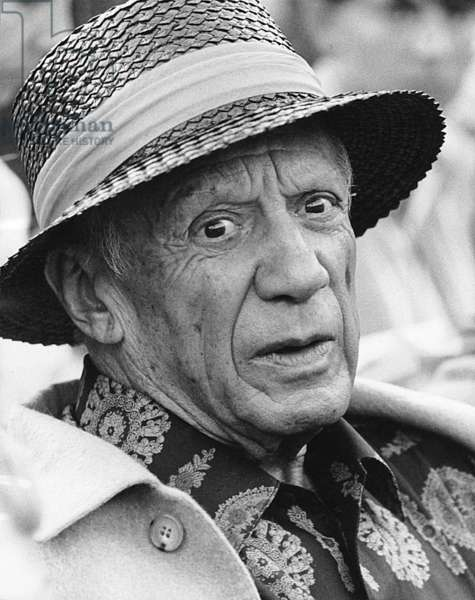 Pablo Picasso during a bullfight in Féjus, France, August 7, 1966 (b/w photo)