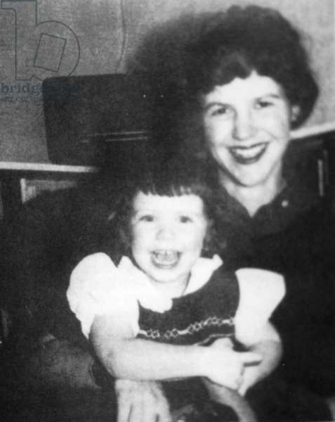 Sylvia Plath with her daughter Frieda (b/w photo)