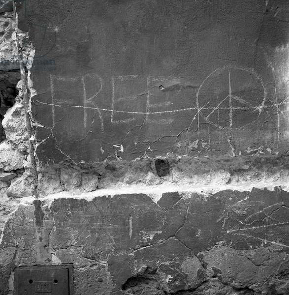 Wall with peace sign (CND symbol), Warsaw, Poland, 1970 (b/w photo)