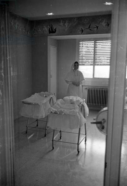 The obstetrics ward of a hospital in Madrid, 1963 (b/w photo)