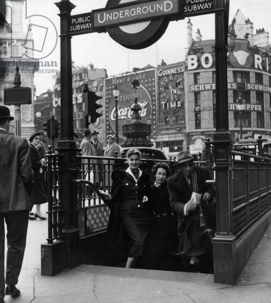 London, 1950s (b/w photo)