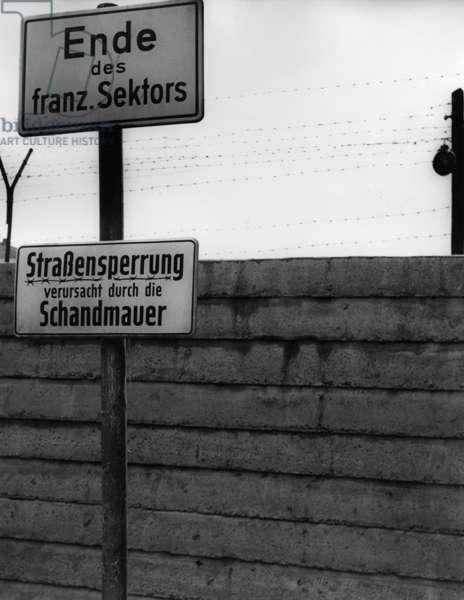 Sector boundary in Berlin, 1962 (b/w photo)