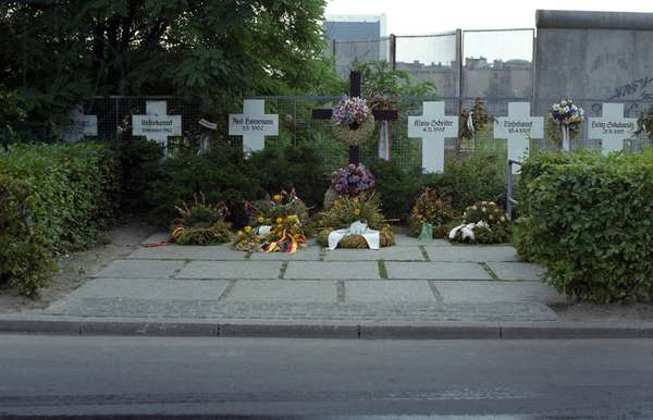 Memorial crosses for victims of the Berlin Wall behind the Reichstag in Berlin, Germany, 15th June 1979 (photo)