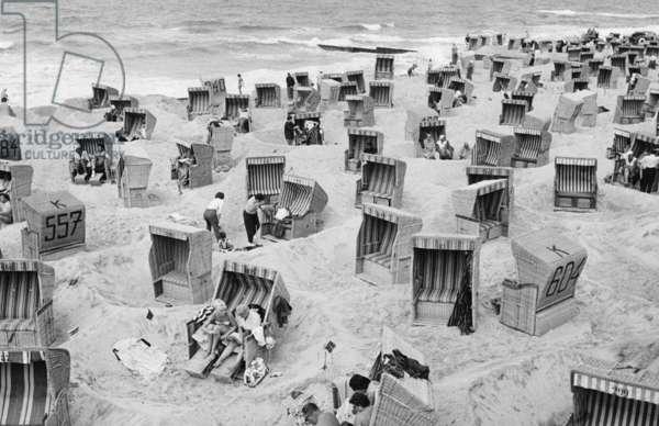 The beach of Westerland on Sylt, 1962 (b/w photo)