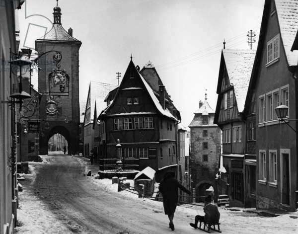 Street and gate in Rothenburg ob der Tauber (b/w photo)