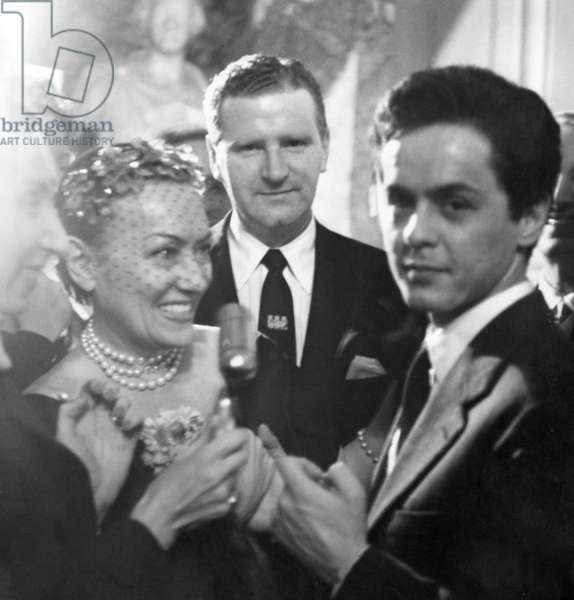 Roberto Capucci and Gloria Swanson, 1956 (b/w photo)